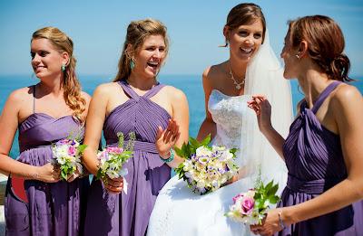 шаферки с лилави шаферски рокли