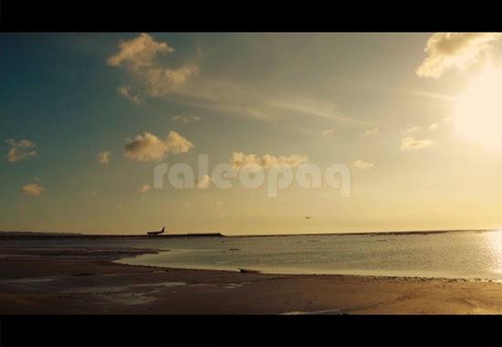 Di pantai Jerman, jika kita berjalan menyusuri tepian pantai ke arah selatan, akan terlihat landasan pesawat di Bandara Ngurah Rai. Lokasi ini juga merupakan spot yang sangat menarik untuk foto-foto pemandangan sunset.