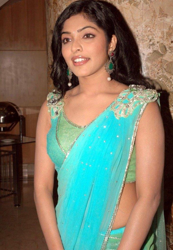 Actress Rima Kallingal Hot Saree Blouse Photos
