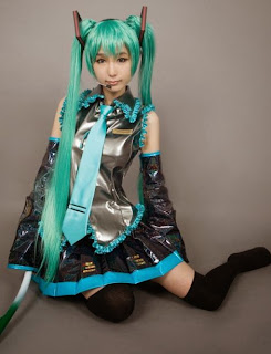 Tasha cosplay as Vocaloid Hatsune Miku