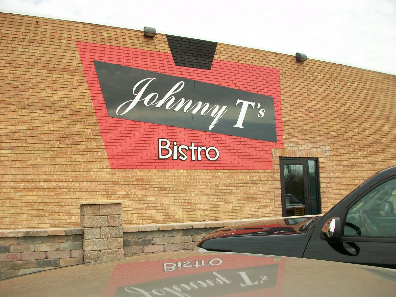 Johnny T 39 S Bistro Serves Seafood In Hillsdale Michigan