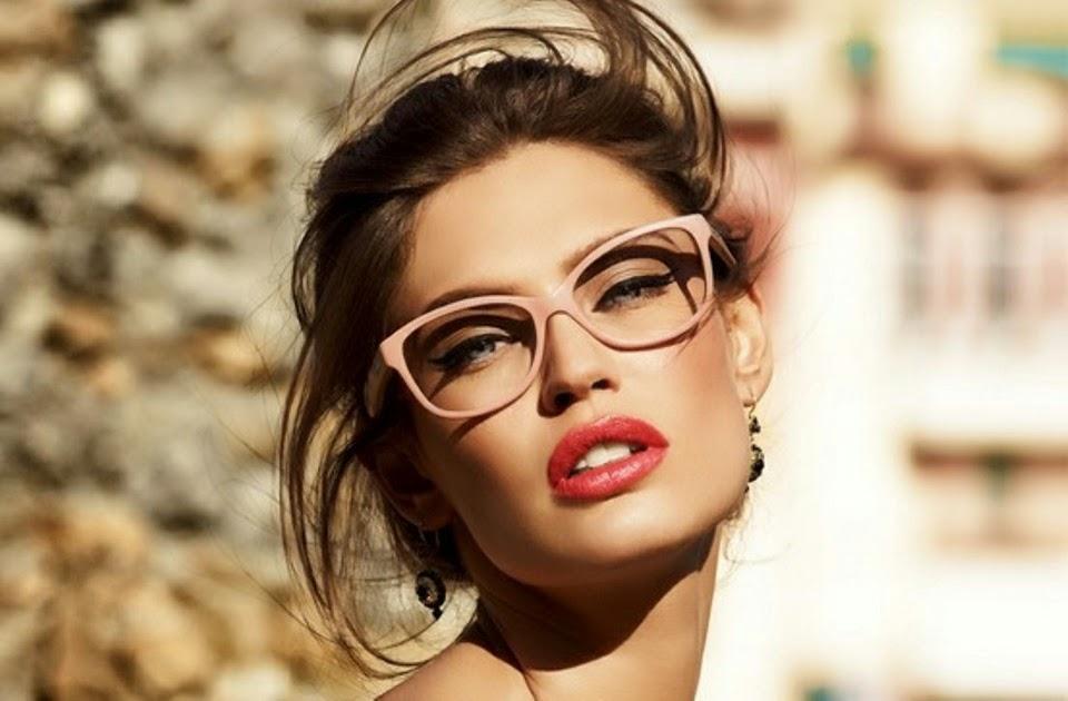 71fd51ae36 Ποιος είπε ότι όσες φορούν γυαλιά μυωπίας δεν μπορούν να δείχνουν όμορφες   Ε λοιπόν υπάρχουν 6 beauty tricks που θα αναδείξουν το πρόσωπό σας ακόμα  και όταν ...