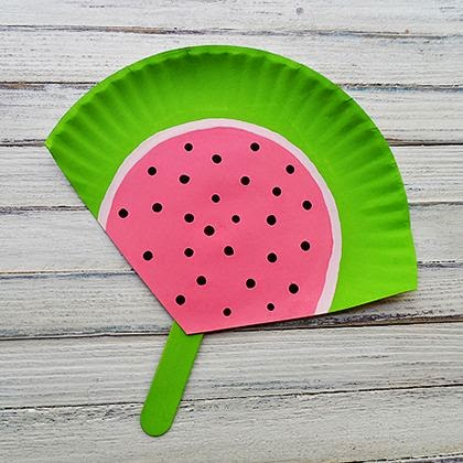 http://spoonful.com/crafts/20-summer-crafts-with-paper-plates