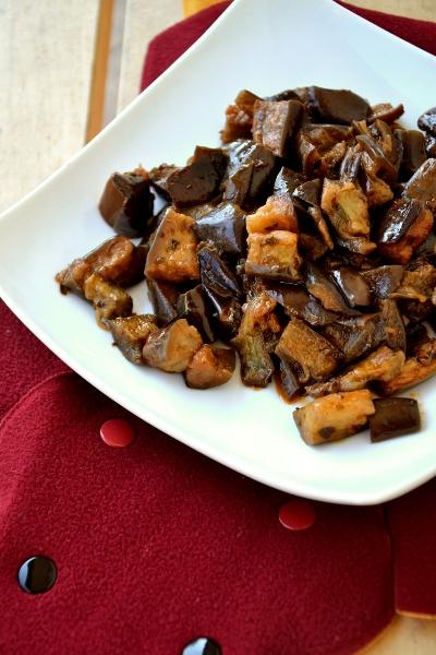 melanzane al funghetto con origano, concentrato di pomodoro e aglio