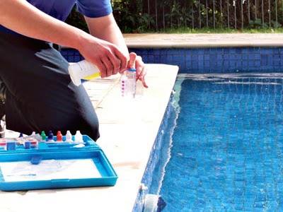 Felve piscinas pasos fundamentales para el cuidado de la for Cuidado de piscinas