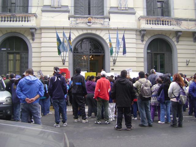 La matanza adelanto vecinos exigen al municipio que for Municipalidad la matanza