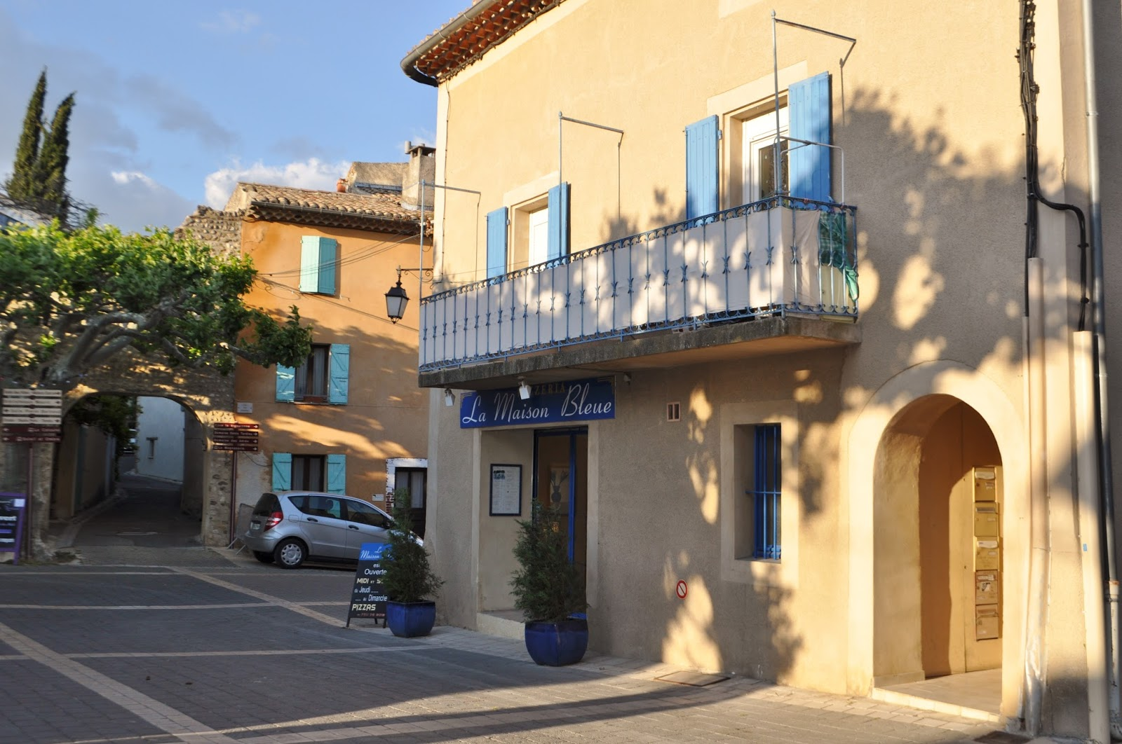 our house in provence la maison bleue pizza restaurant in villedieu both pizzaria and