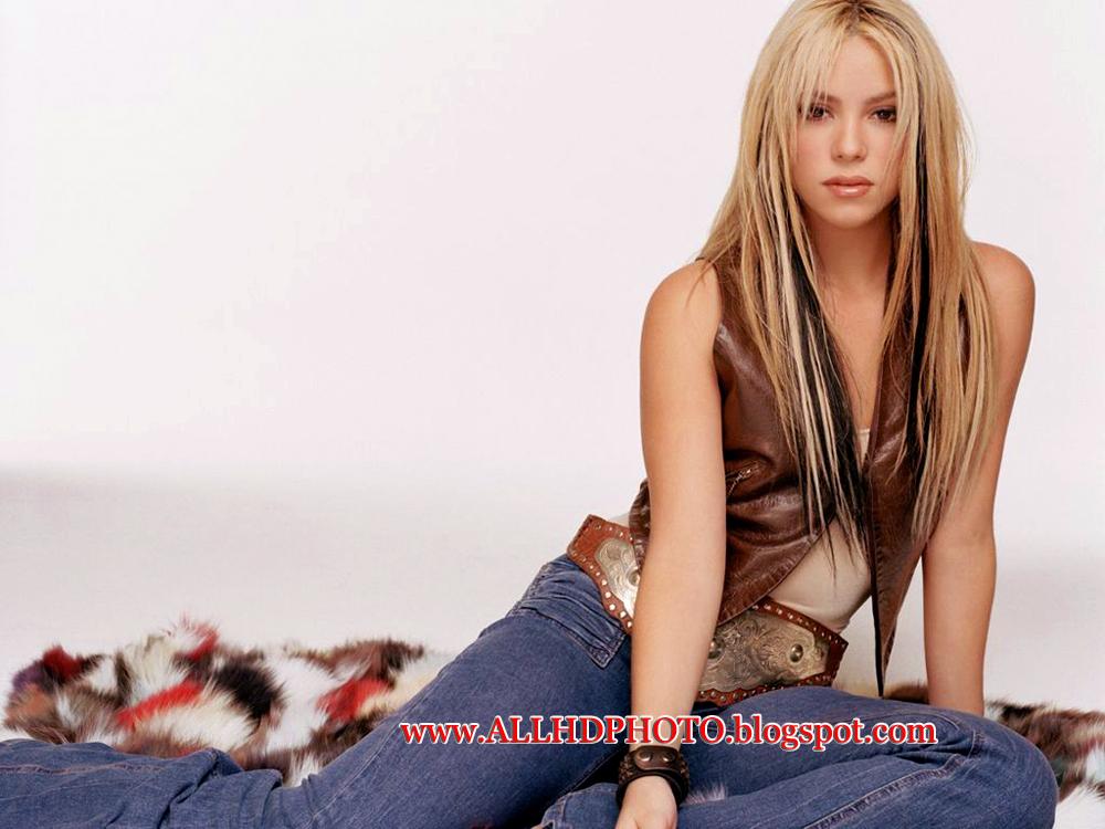 Shakira Latest 2013 Wallpapers Shakira HOt Sexy Wallpapers Of 2013
