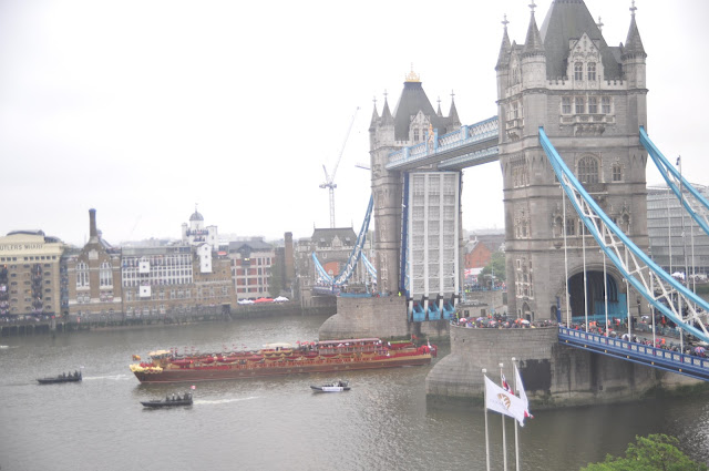Queen+Diamond+Jubilee+Thames+Pageant+photo+Spirit+of+Chartwell+Royal+Barge