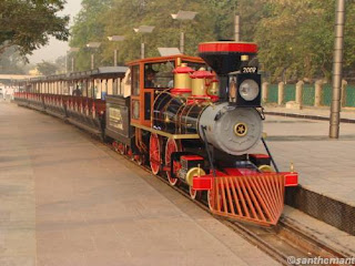 atal train-toy train in kankaria