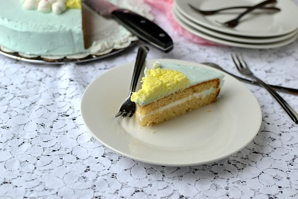 Eggless Vanilla Cake using Yogurt