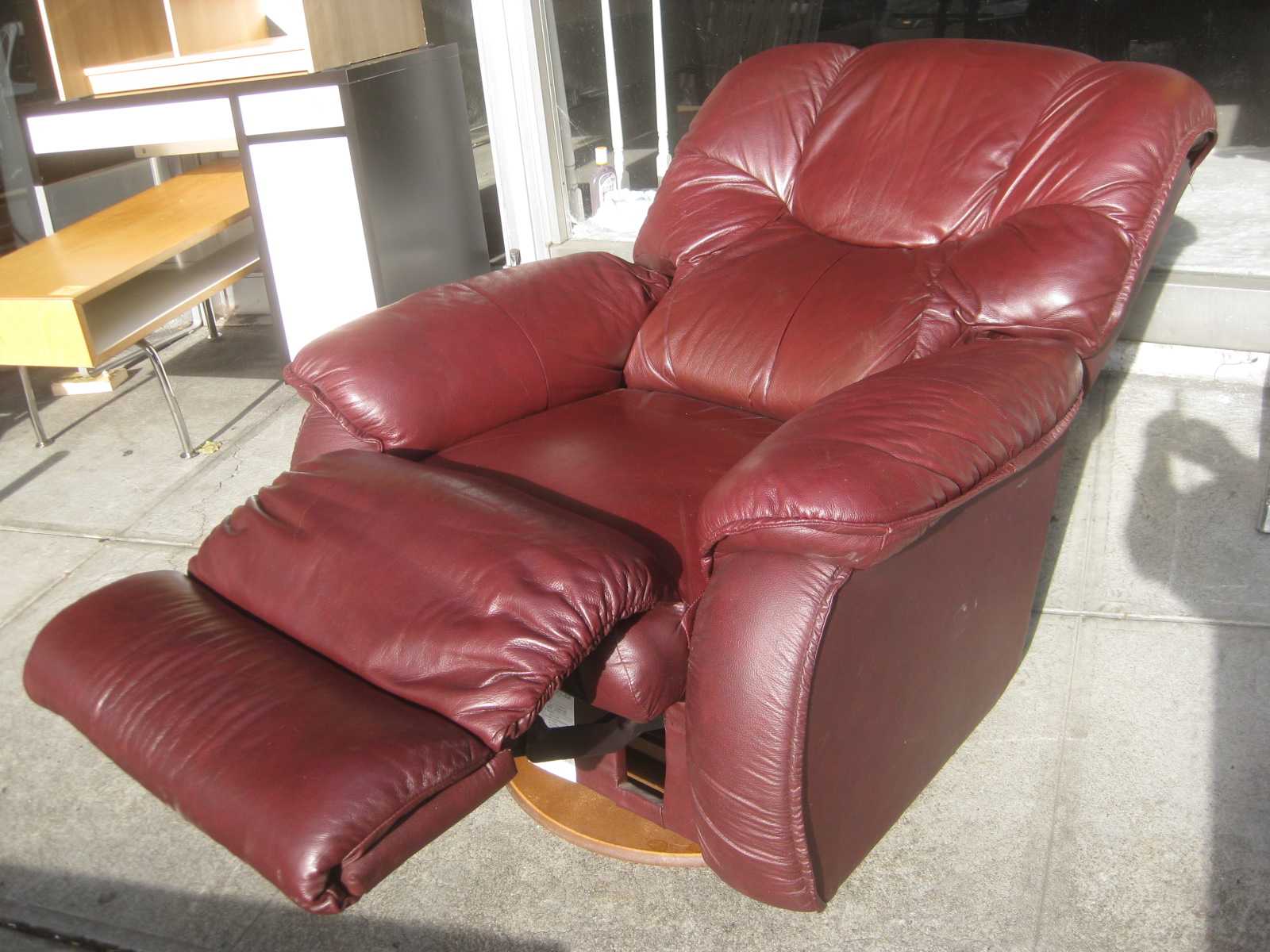 UHURU FURNITURE COLLECTIBLES SOLD Red Leather La Z Boy