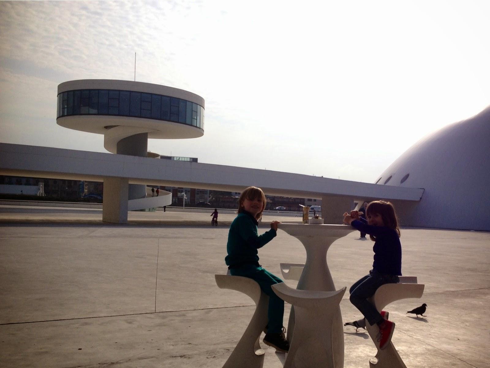 Asturias con niños: Cantando y contando en el Niemeyer