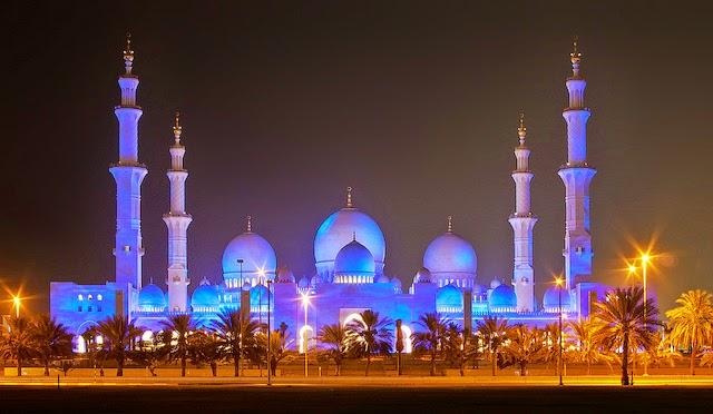 Gambar Mesjid Sheikh Zayed di Abu Dhabi Lampu Biru Indah Malam Hari