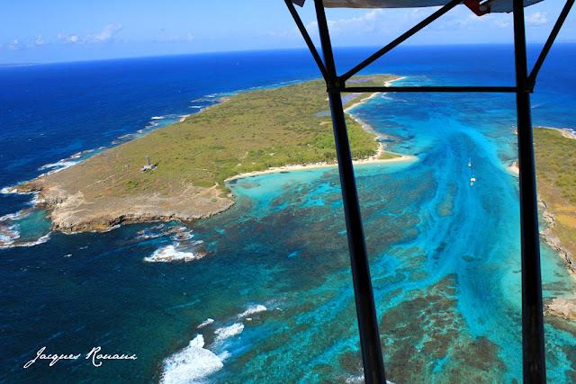 Vue aerienne de l'ile de petite terre dans l'archipel antillais
