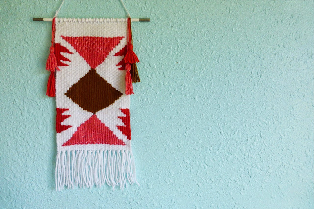 weaving, hanging wall weaving, woven wall hanging, A Beautiful Mess weaving tutorial, handmade weaving, homemade weaving