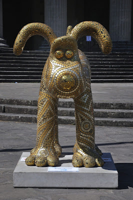 Golden Gromit (front view)