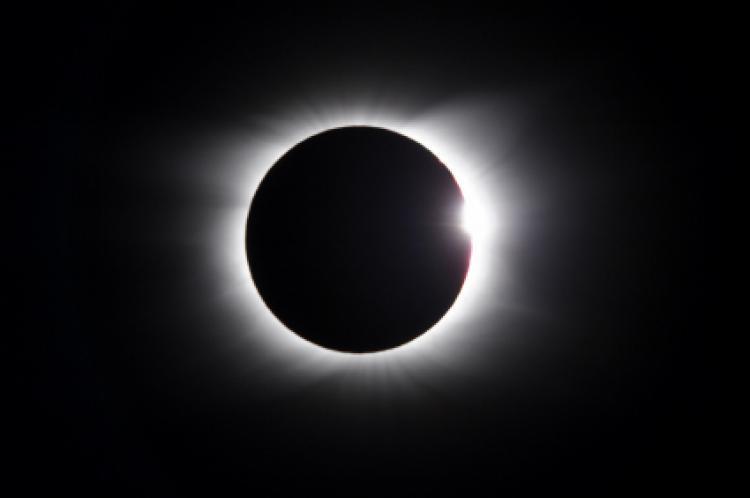 ¿Qué pasaría si miraras directamente al sol durante un eclipse?