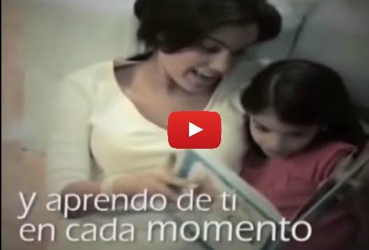 Video corto de la influencia de los padres en los hijos, los niños hacen lo que ven a sus padres hacer