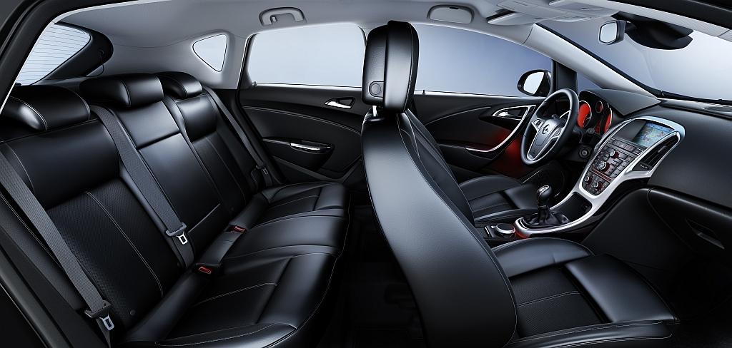 cockpit autom vel conte dos auto apresenta o opel astra my 2013. Black Bedroom Furniture Sets. Home Design Ideas