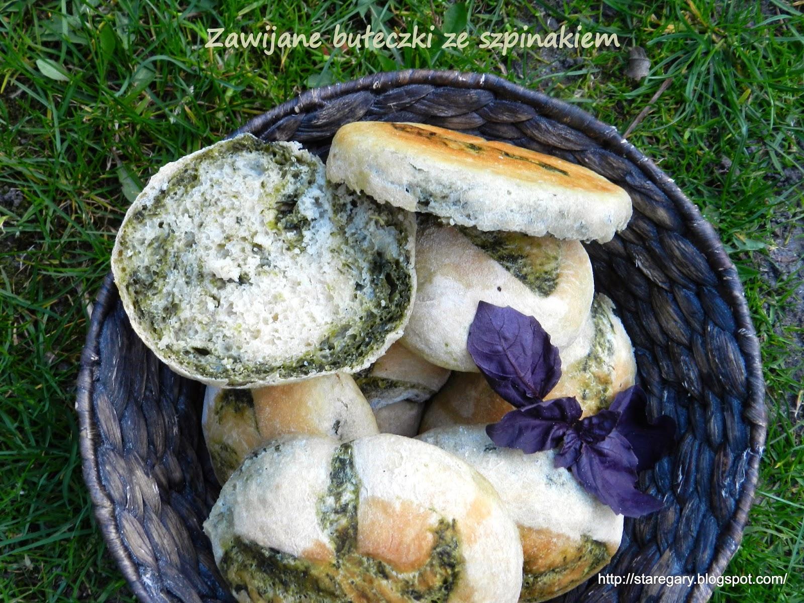 Zawijane bułeczki ze szpinakiem - kwietniowa piekarnia