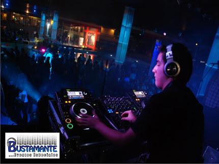 STAFF DE DJS. PROFESIONALES.