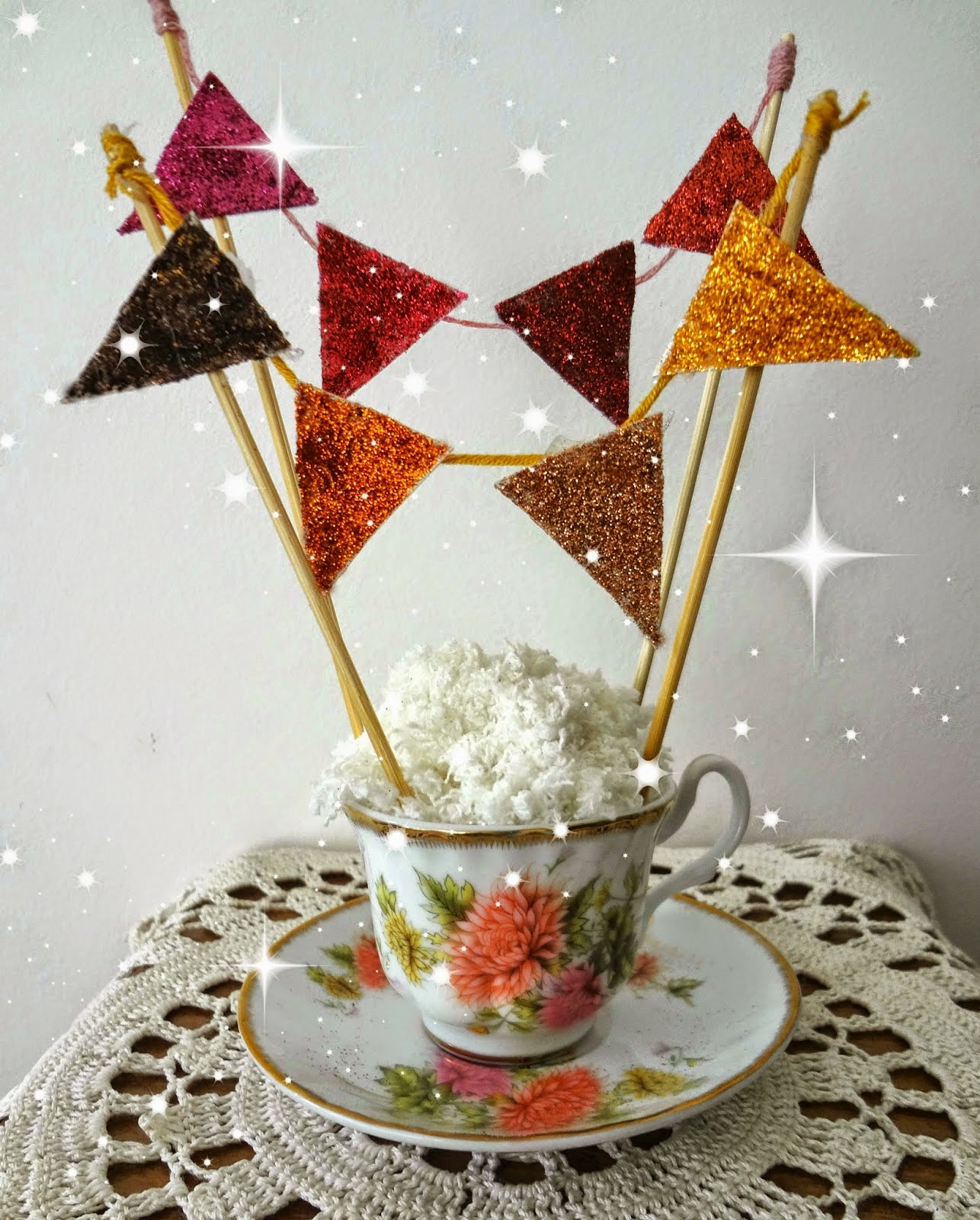 http://thelittletreasures.blogspot.com/2015/02/party-bunting-in-cup-tutorial.html