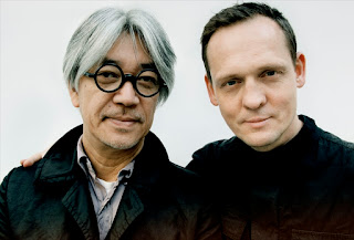 Ryuichi Sakamoto y Alva Noto, dos genios de la música electrónica que han colaborado en grabaciones y en directo