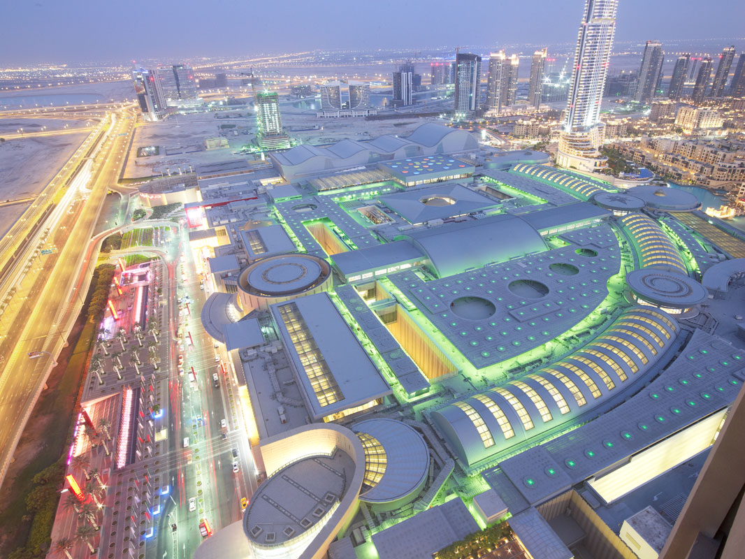 World 39 s largest viewing panel in dubai mall aquarium for The largest hotel in dubai