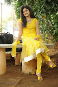 New Actress Noorjahan Photos in Yellow-thumbnail-12