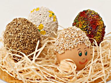 Великденска украса за деца с яйчица човечета