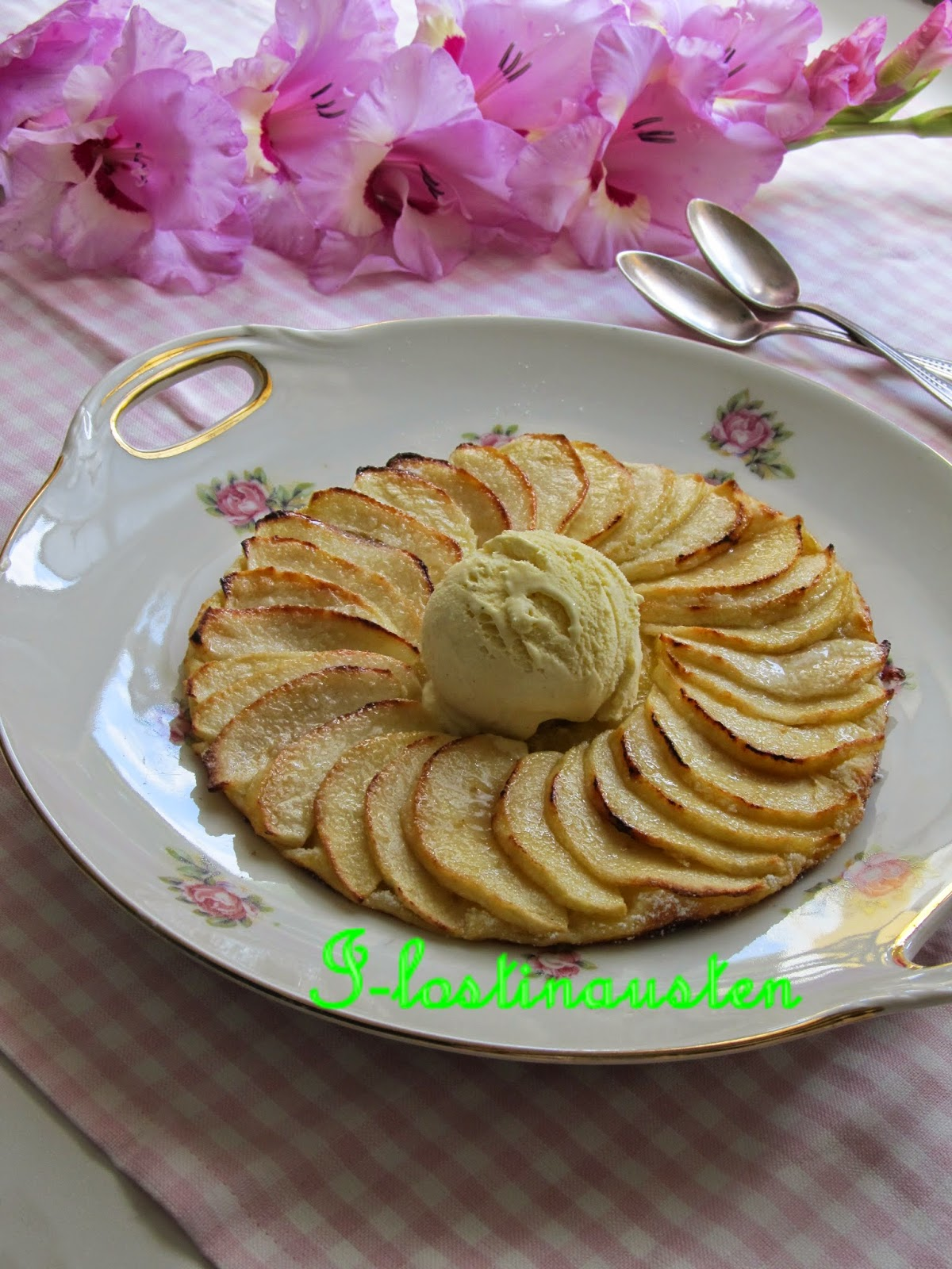 i lost in austen apple tart fine tarte fine aux pommes. Black Bedroom Furniture Sets. Home Design Ideas
