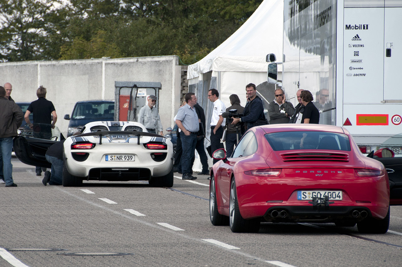 2014 Porsche 918 Spyder: Deep Dive Photos