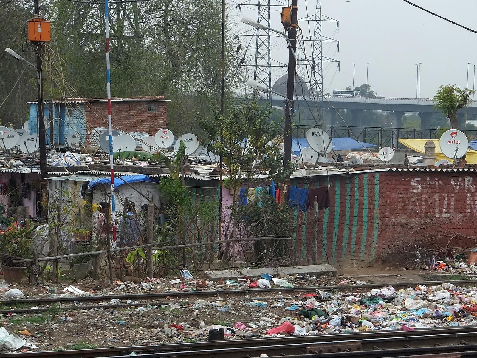 Спутниковые тарелки в трущобах