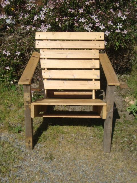 Recyclage palettes un nouveau mod le de fauteuil for Modele de fauteuil en palette