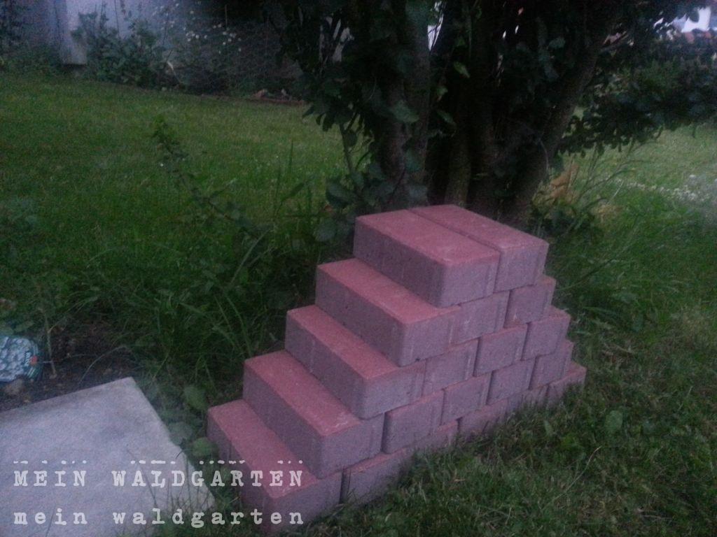 mein waldgarten die beete nehmen form an. Black Bedroom Furniture Sets. Home Design Ideas