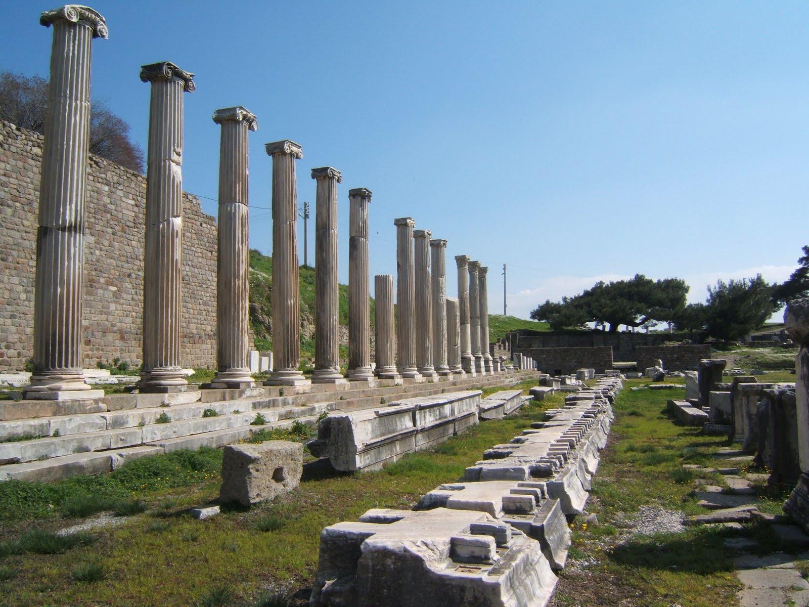 Asklepion columns, Pergamon, Turkey