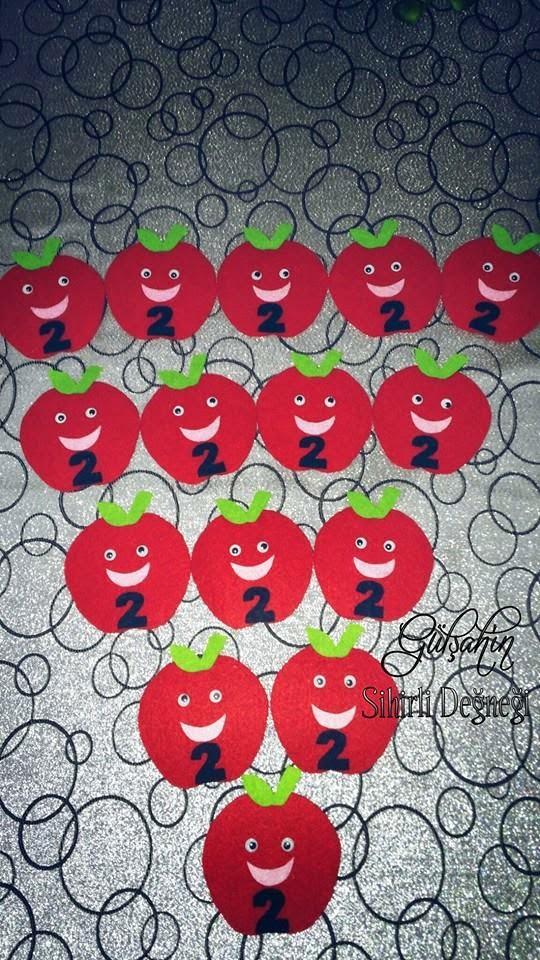 Keçeden kırmızı elma magnetler
