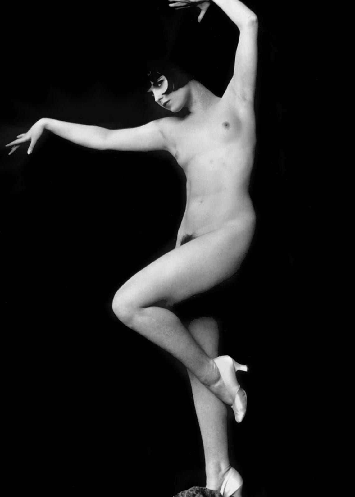 http://4.bp.blogspot.com/-YWys6LP-0rk/T6_nDx6dVJI/AAAAAAAALeA/6c_HnG-fgPo/s1600/Louise+brooks+dance.jpg