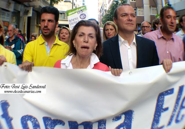 foto manifestación Las Palmas por nuevo sistema electoral en canarias