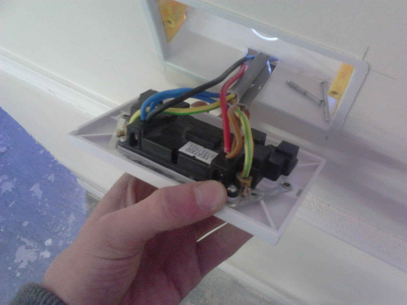 wiring a plug socket and light with switch    thomas plug socket wiring thickness plug socket wiring uk