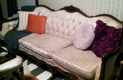 Bethy Who Blogs Over At I Just Love Today   Decided To Take On A Weekend  Project By Painting A Sofa She Bought On Craigslist For $75!