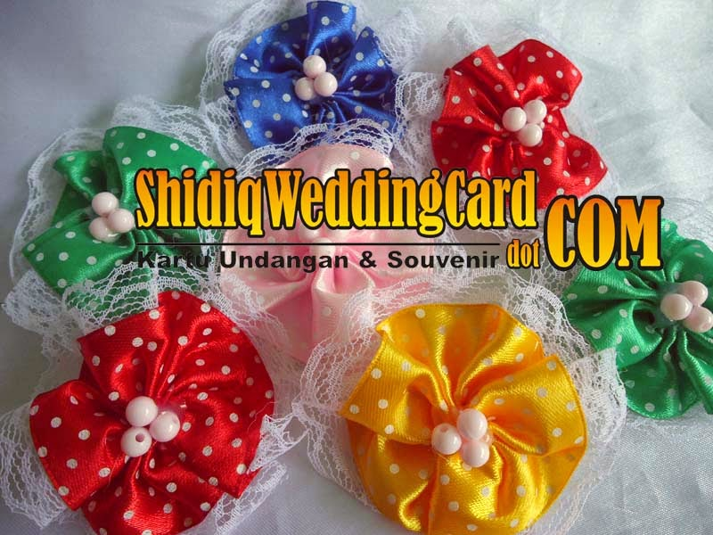 http://www.shidiqweddingcard.com/2014/09/souvenir-bross-bunga-4.html