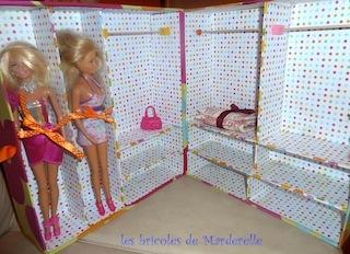 valise en carton pour poupées Barbie