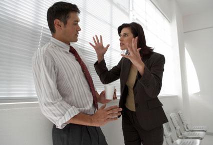كيف تسيطرين على عواطفك عند وقوع خلافات بينك وبين حبيبك  - امرأة عصبية