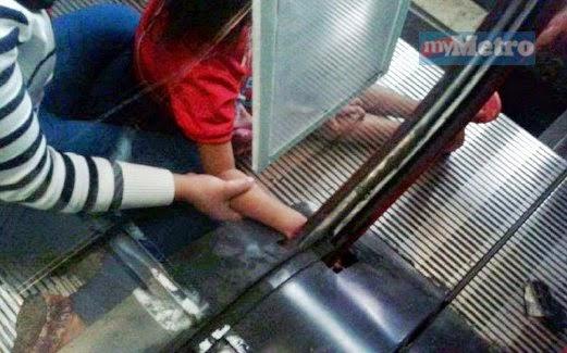 Tangan kanak kanak tersepit pada escalator pusat beli belah terkenal di Kota Kinabalu