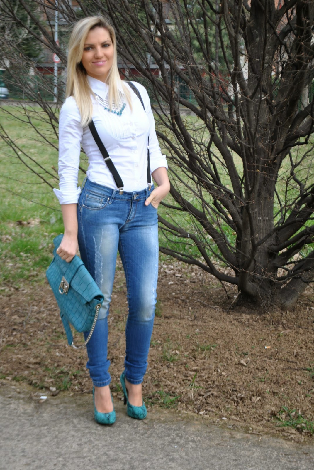 outfit camicia bianca outfit bretelle outfit jeans skinny ripped mariafelicia magno colorblock by felym mariafelicia magno fashion blogger come abbinare la camicia bianca come abbinare le bretelle come abbinare i jeans skinny scarpe pitonate scarpe azzurre borsa turchese collana majique blogger italiane fashion blogger italiane ragazze bionde milano outfit marzo 2015 outfit primaverili outfit primaverili donna white shirt outfit how to wear white shirt skinny jeans outfit how to wear jeans and heels outfit jeans e tacchi blonde girls blondie blonde hair fashion bloggers italy majique london necklace