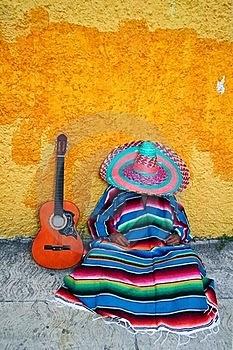 mexicano poncho durmiendo