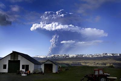Gigantesca erupcion volcanica en Islandia