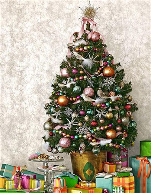 Traditional and unusual christmas tree d cor ideas for Unique christmas tree themes
